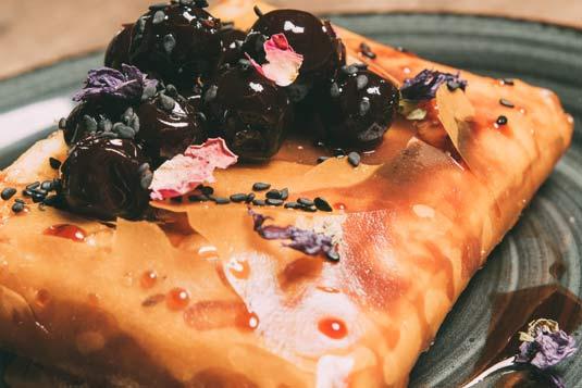 santorini-gastronomy-kokkalo-restaurant-desserts